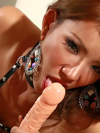 Exotical Janny dildoing while stroking off