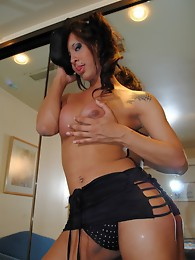 Smoking hot Agostina seducing with her looks