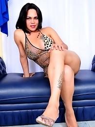 Stunner Penelope Jolie Posing Horny