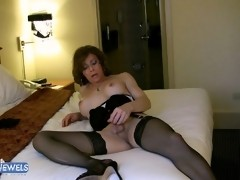 Sexy mature tranny fingering her asshole