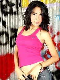 Exotical transsexual Oh seducing with her beauty