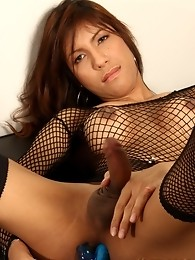 Wise From Thailand Stripping And Toying Herself